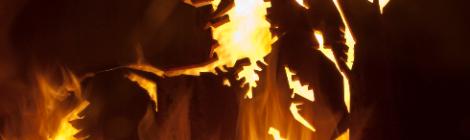 Sculpture de thierry Ehrmann acier brut 20mn avec effet pyrotechnique au siège social d'Artprice Musée d'art contemporain La Demeure du Chaos / Abode of Chaos